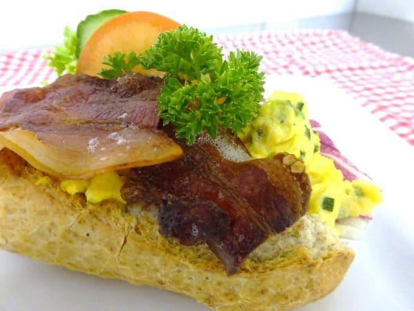Baguett m/ eggerøre og bacon